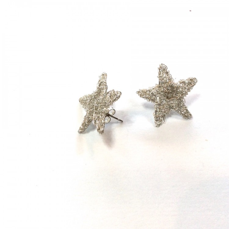 Wire star stud earrings